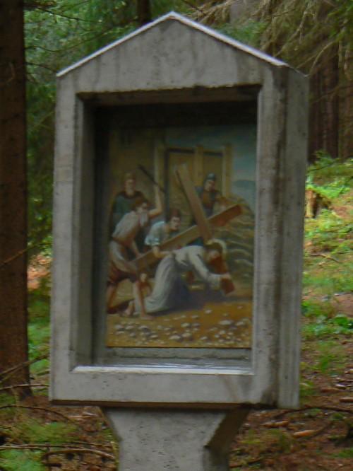 III. zastavení křížové cesty - Ježíš poprvé pod křížem klesá